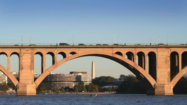 vidéos et rushes de washington dc cityscapes key bridge (en) - georgetown washington dc