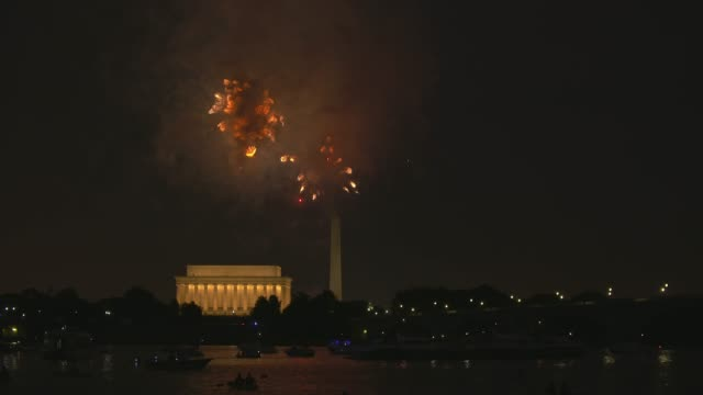 washington dc fireworks with the lincoln memorial and kayakers in the foreground - abraham lincoln stock videos & royalty-free footage