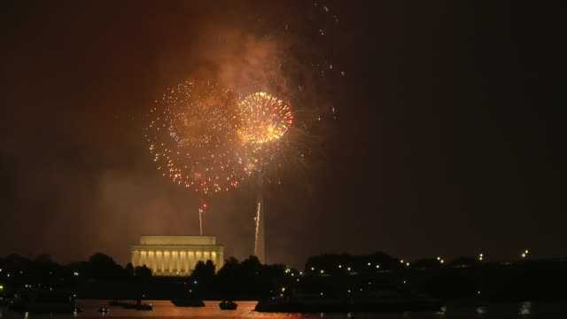 washington dc fireworks with the lincoln memorial and kayakers in the foreground - fourth of july stock videos & royalty-free footage