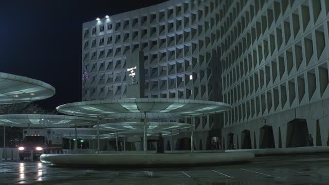 vídeos de stock, filmes e b-roll de washington d.c. headquarters for the department of housing and urban development / washington dc, usa - facade