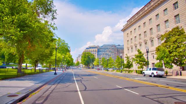 washington dc street. downtown. american flag. near white house - white house washington dc stock videos & royalty-free footage