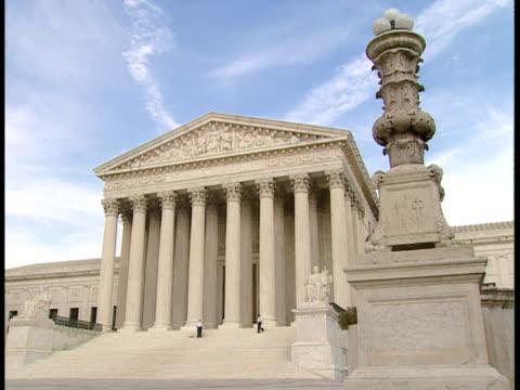 ms, zi, cu, usa, washington, d.c. supreme court building - frontgiebel stock-videos und b-roll-filmmaterial