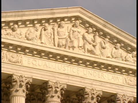 cu, pan, usa, washington, d.c. tympanum of supreme court building - ペディメント点の映像素材/bロール