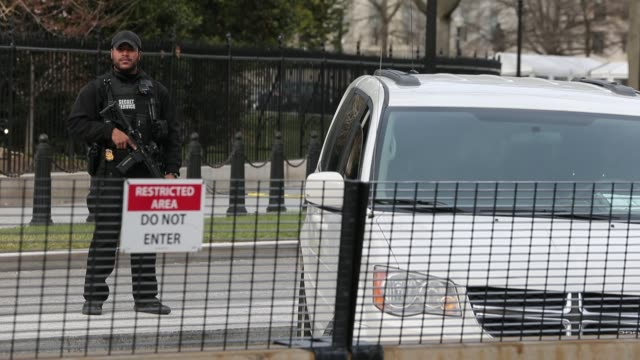 stockvideo's en b-roll-footage met secret service member with automatic rifle guarding sidewalk protest signs are left near the white house participate in the march for our lives rally... - geheime dienstagent