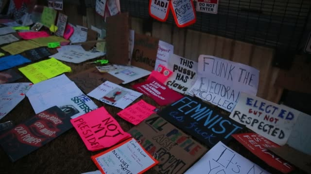 vidéos et rushes de signs are left along a fence near the white house in the ellipse after the women's march on washington dc more than 500000 women's march participants... - 2017