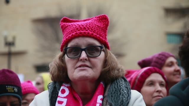 women wearing pussy hats listen to speakers before the start of the women's march in washington dc more than 500000 women's march participants... - 2017 stock-videos und b-roll-filmmaterial