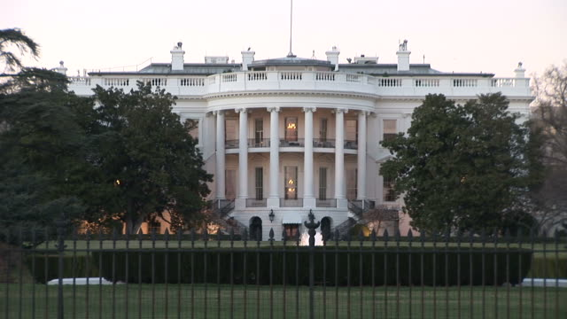 washington dcclose view of white house in washington dc united states - ワシントンdc ホワイトハウス点の映像素材/bロール