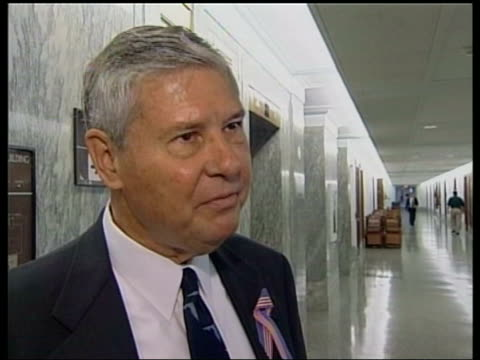 stockvideo's en b-roll-footage met washington: int senator bob graham interview sot - we have not found , but we can and we will - congreslid