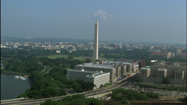 stockvideo's en b-roll-footage met low aerial, washington monument and white house, washington dc, washington, usa - 1992