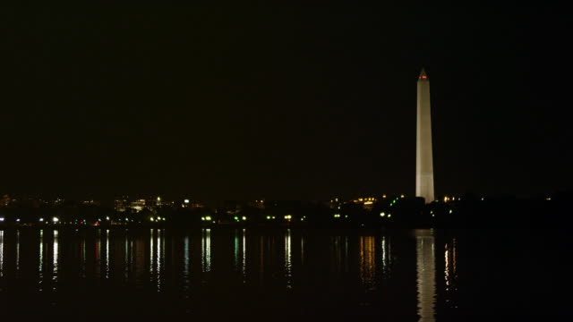 vídeos de stock, filmes e b-roll de washington monument at night. shot in 2012. - artbeats
