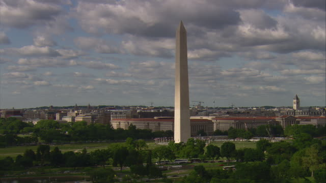 stockvideo's en b-roll-footage met ws aerial zi washington monument / washington, dist. of columbia, united states - monument