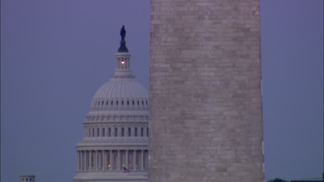 vidéos et rushes de ms washington monument with capitol in background / washington dc, usa  - obelisk