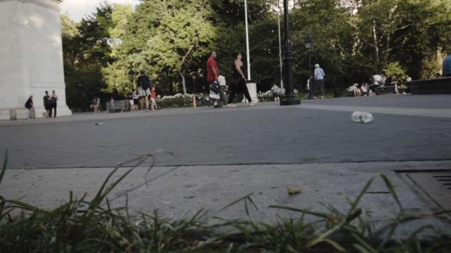washington square park - establishing shot - new york city - summer 2016 - washington square park stock videos and b-roll footage