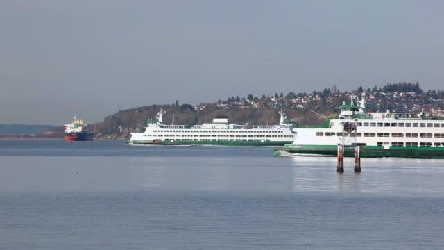 vídeos y material grabado en eventos de stock de ws washington state ferry on elliott bay, washington, usa - bahía de elliott