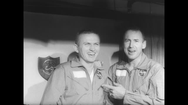 vídeos y material grabado en eventos de stock de wasp in the ocean / banner with 'gemini 6' written on it appears before the doorway where astronauts command pilot walter schirra and lieutenant... - pilot