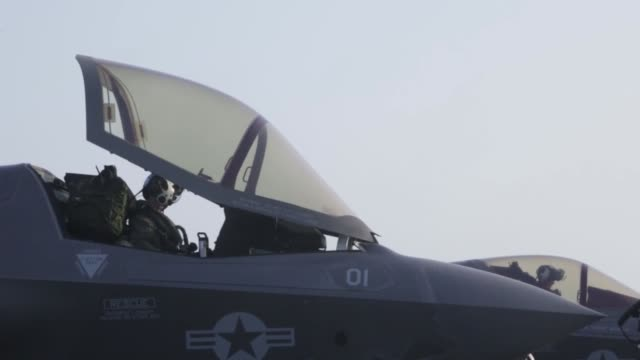 stockvideo's en b-roll-footage met waspclass amphibious assault ship uss essex conducts flight deck operations in support of the f35b's first combat strike on september 27 2018 - amfibivoertuig