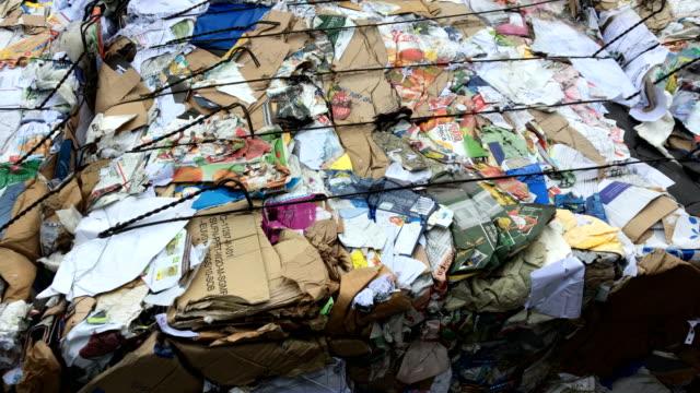 場に廃棄物圧縮機 - ゴミ捨て場点の映像素材/bロール