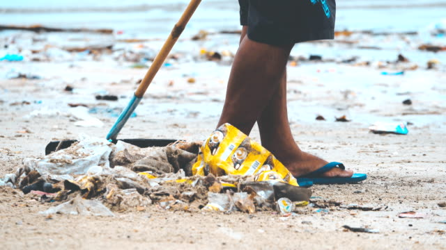 4k: waste pollution on beach ,worker cleaning the beach - plastic stock videos & royalty-free footage
