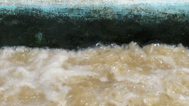 avlopps vatten i avlopps renings verk. - slimy bildbanksvideor och videomaterial från bakom kulisserna