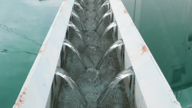 下水処理工場の排水 - 純水点の映像素材/bロール