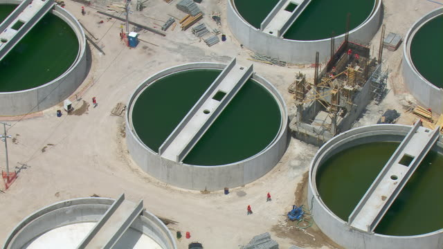 vídeos de stock, filmes e b-roll de wastewater holding tanks at treatment plant in the valley of mexico. - montanhas tepoztlan