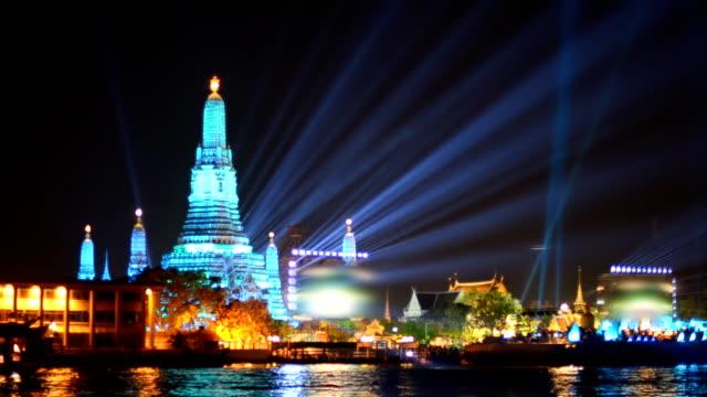 Wat Arun et billbroad du réveillon du Nouvel An, Bangkok, Thaïlande