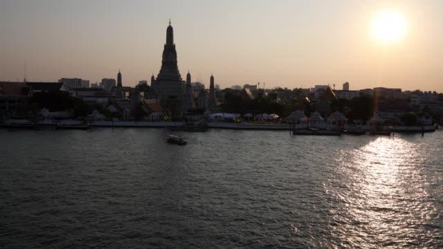 ワットアルンバンコク - チャオプラヤ川点の映像素材/bロール