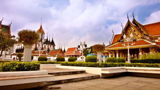 wat arun bangkok - chao phraya delta stock-videos und b-roll-filmmaterial