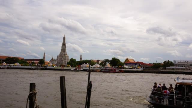 ワット・アルン・イン・バンコク、タイのストックビデオ - チャオプラヤ川点の映像素材/bロール