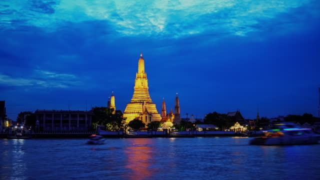 wat arun temple on sunset in bangkok thailand ,wat arun is famous landmark of bangkok, thailand. - river chao phraya stock videos & royalty-free footage