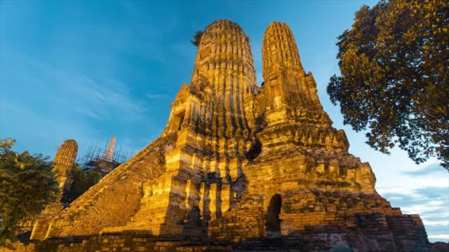 wat chaiwatthanaram temple, ayutthaya - 4k day to night time lapse - ワットチャイワタナラム点の映像素材/bロール