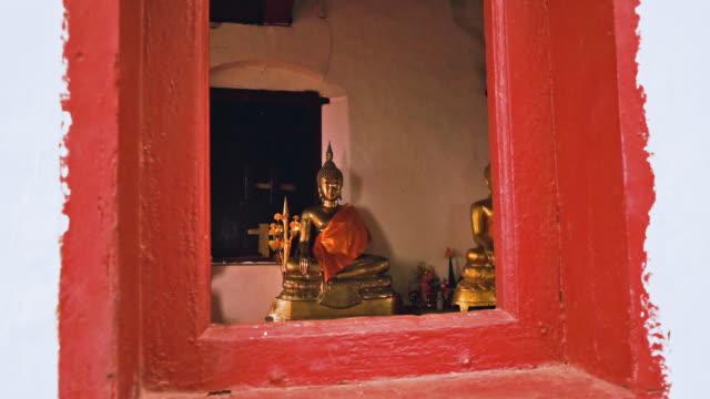wat chom si shrine, mount phousi, luang prabang, laos, panning right to left - buddha stock videos & royalty-free footage
