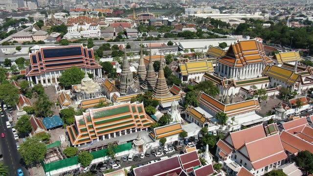 vídeos de stock e filmes b-roll de wat pho temple, bangkok aerial - bangkok