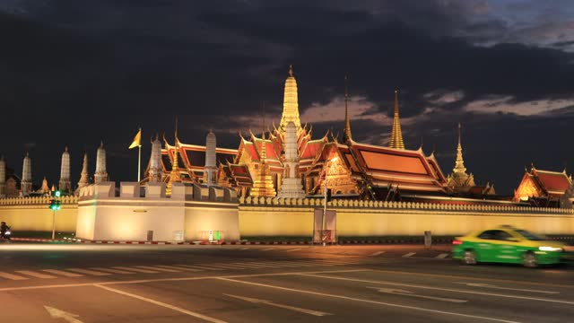 wat phra kaeo and the royal palace during a new round of covid-19 outbreak people started staying at home to prevent the outbreak. - buddha stock videos & royalty-free footage