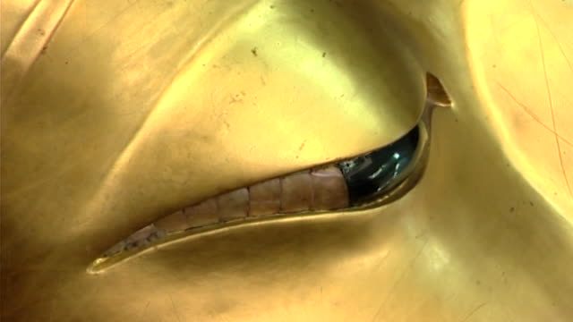 wat phra pathom chedi. zoom-out from the mother-of-pearl eye of a reclining golden buddha to reveal the ringlets on his head. - curly stock videos & royalty-free footage