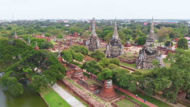 wat phra si sanphet buddhist temple in ayutthaya - temple building stock videos & royalty-free footage
