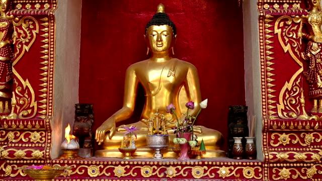 wat phra singh chiang mai thailand - theravada stock videos & royalty-free footage