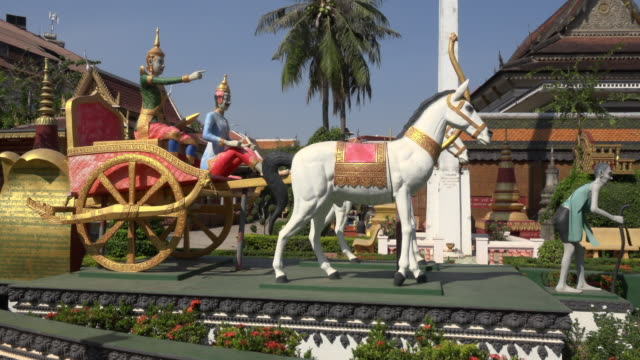 pan / wat preah prom rath temple in siem reap town - 宗教上のシンボル点の映像素材/bロール