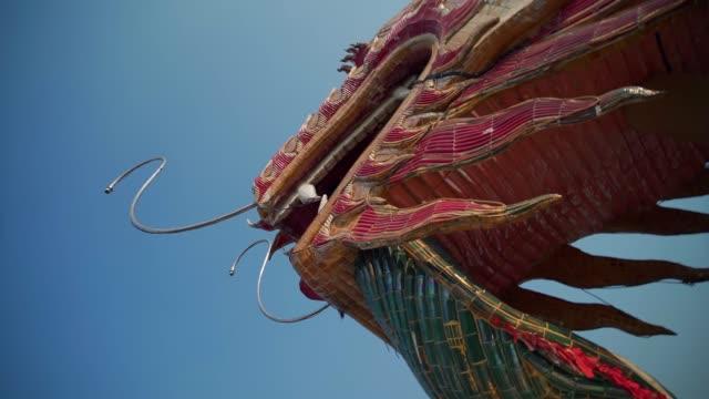wat samphran dragon temple in the sam phran district in nakhon pathom province near bangkok, thailand, southeast asia, asia - 竜点の映像素材/bロール
