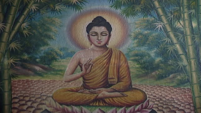 stockvideo's en b-roll-footage met wat suan dok temple. view of a painting depicting buddha, seated in the vitarka mudra pose on a lotus flower and giving a sermon to his disciples. - apostel