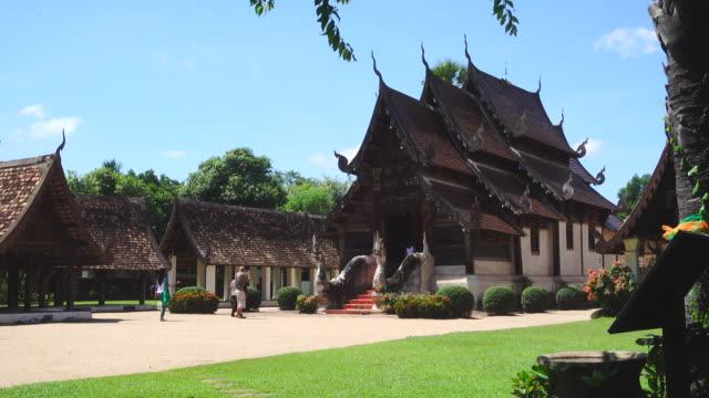 4k wat tonne kain (tonne kain tempel) in chiang mai in thailand. es ist eines der berühmtesten tempel in chiang mai provinz. - provinz chiang mai stock-videos und b-roll-filmmaterial
