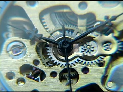 vídeos de stock e filmes b-roll de ver engrenagens close up 2 - ponteiro dos minutos