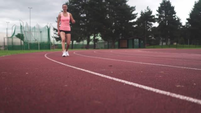 vídeos y material grabado en eventos de stock de vea su paso - corredora de footing