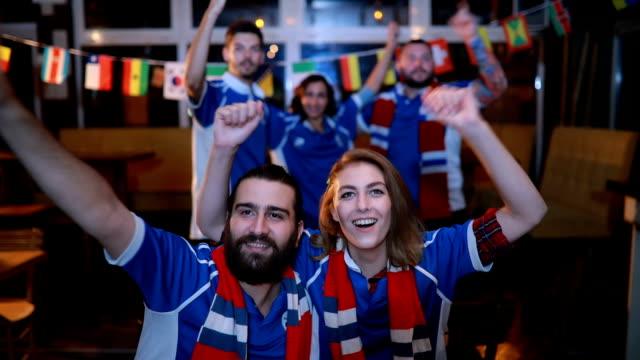 Kijken naar een voetbalwedstrijd