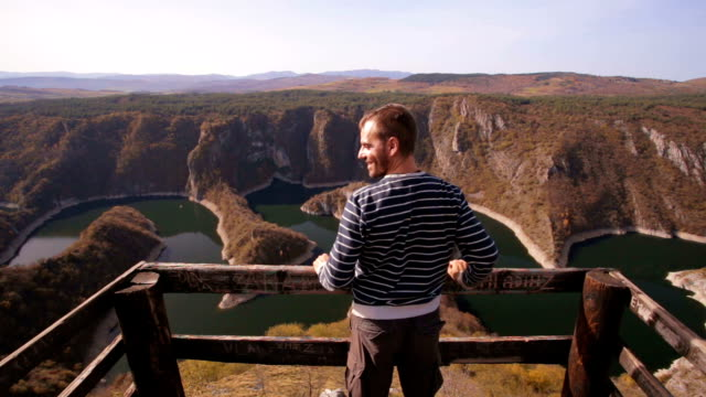 vidéos et rushes de je regarde à merveille la nature - serbie