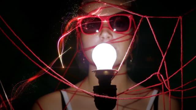 sie magische glühbirne - frau gefesselt stock-videos und b-roll-filmmaterial