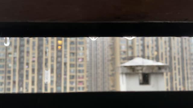 watching the rain through the gap in the skylight - fönsterrad bildbanksvideor och videomaterial från bakom kulisserna