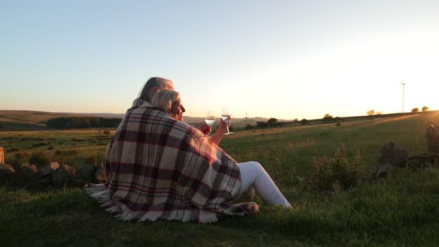 watching the sun set - in den vierzigern stock-videos und b-roll-filmmaterial