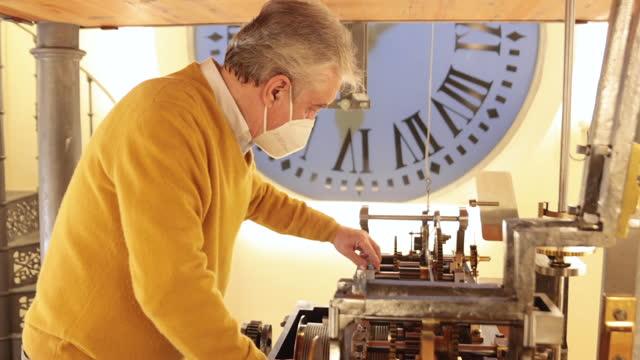 watchmaker jesús lópez terradas checks de gear of the big clock at the iconic puerta del sol square on december 14 in madrid, spain. jesús lópez... - cog stock videos & royalty-free footage