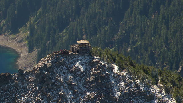 ws aerial zi watchman lookout station fire lookout tower at crater lake / oregon, united states - crater lake oregon stock videos & royalty-free footage